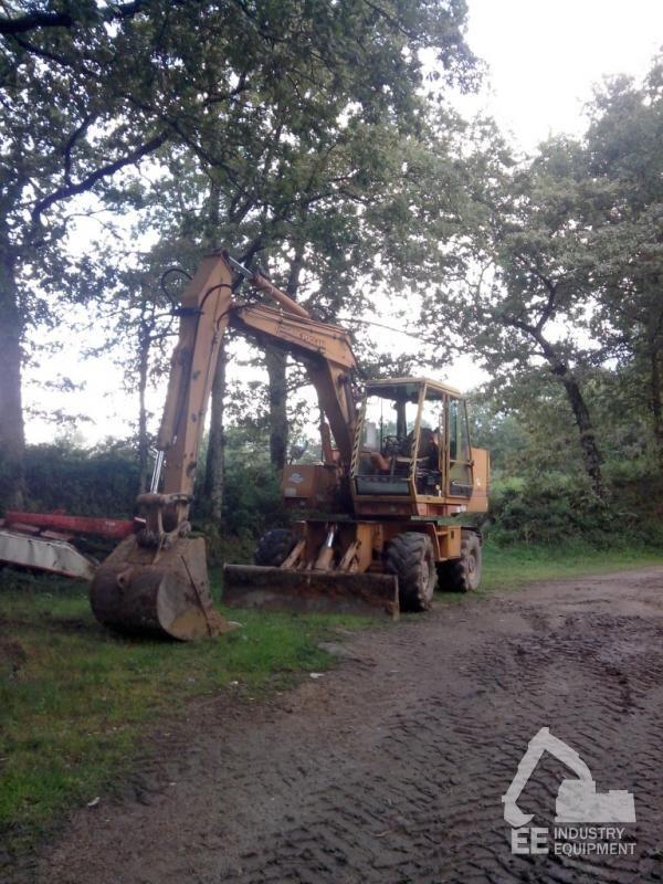 CASE  POCLAIN 688 B excavadora de ruedas