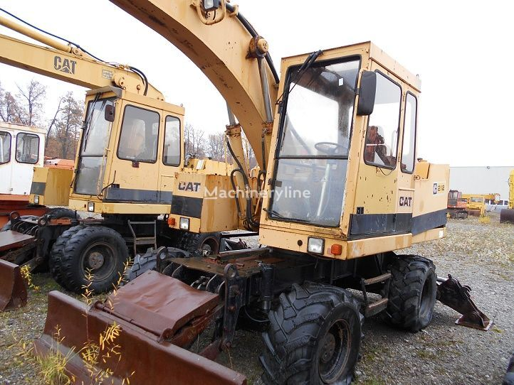 CATERPILLAR 212 B FT excavadora de ruedas