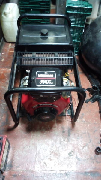 SDMO Briggs&Stratton Vanguard 570ccm 20HP V Twin  generador