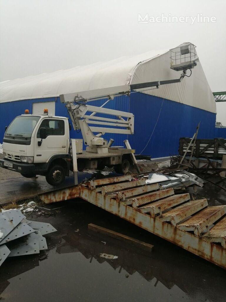 NISSAN Cabstar 20m plataforma sobre camión