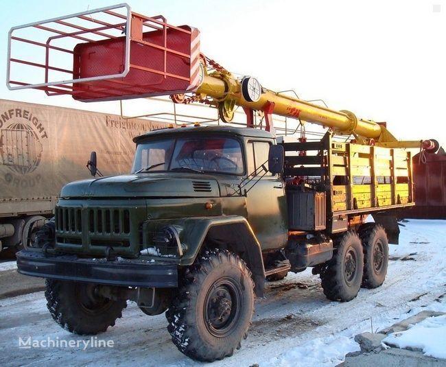ZIL TV-26E plataforma sobre camión