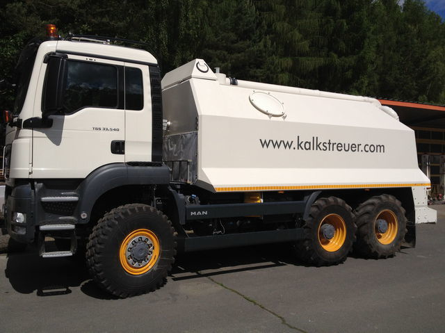 MAN spreader for laim or cement TGS 33.440 - 6x6 recicladora