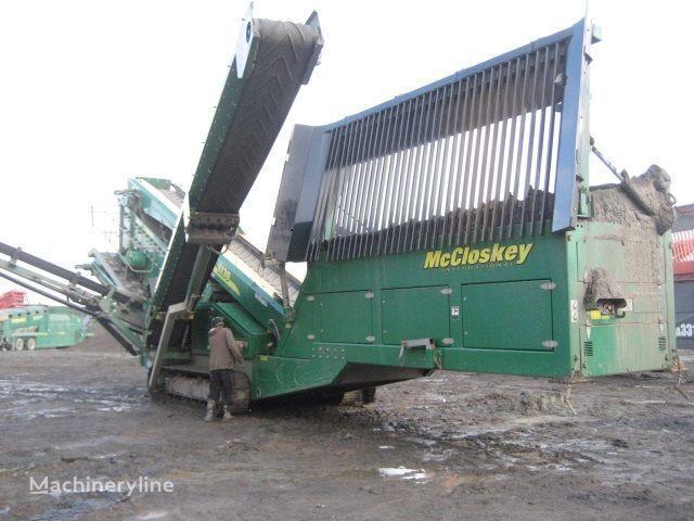 McCLOSKEY S130 - 3 deck trituradora