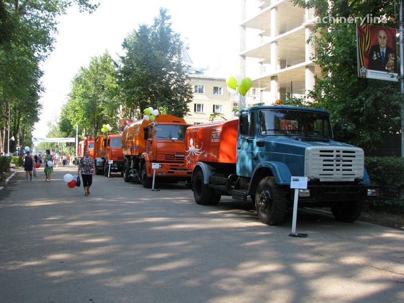 ZIL Kanalopromyvochnaya mashina KO-502D camion de desatascos