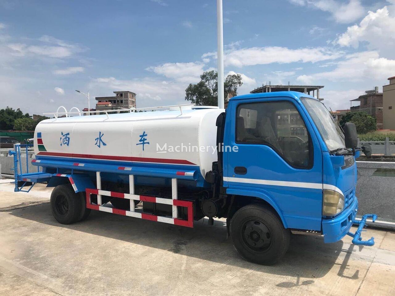 ISUZU 4k engine camión rociador de agua