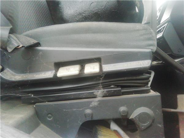 Asiento Delantero Derecho MAN M 2000 M  25.2X4   E2 Chasis   MNL (81623016895) asiento para MAN M 2000 M 25.2X4 E2 Chasis MNLC 25.284 E 2 [6,9 Ltr. - 206 kW Diesel] camión