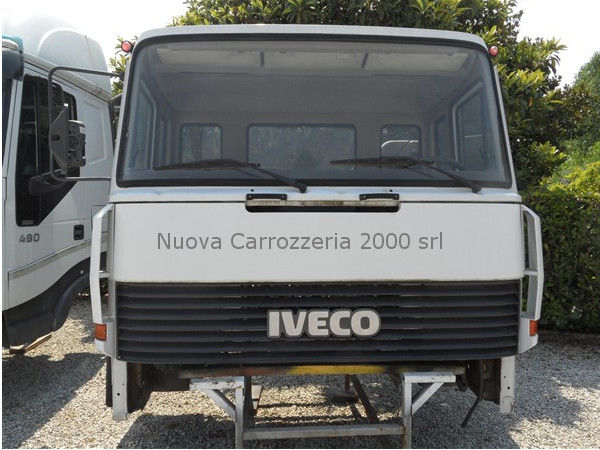 IVECO EUROCARGO 330-35 cabina para camión