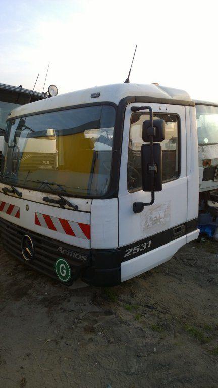 cabina para MERCEDES-BENZ Actros Budowlana dzienna 11500 zl camión