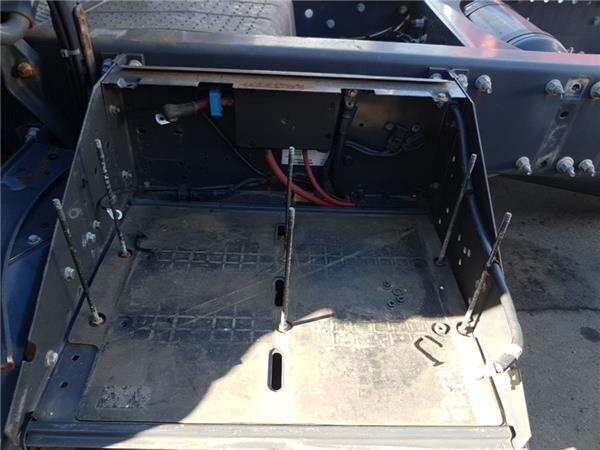 Soporte Baterias Volvo FH  12   2002 -> FG  LOW  4X2 [12,1 Ltr.  caja para batería para VOLVO FH 12 2002 -> FG LOW 4X2 [12,1 Ltr. - 338 kW Diesel (D12D460)] tractora