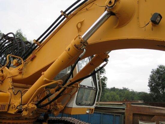 LIEBHERR cilindro hidráulico para LIEBHERR R942  excavadora