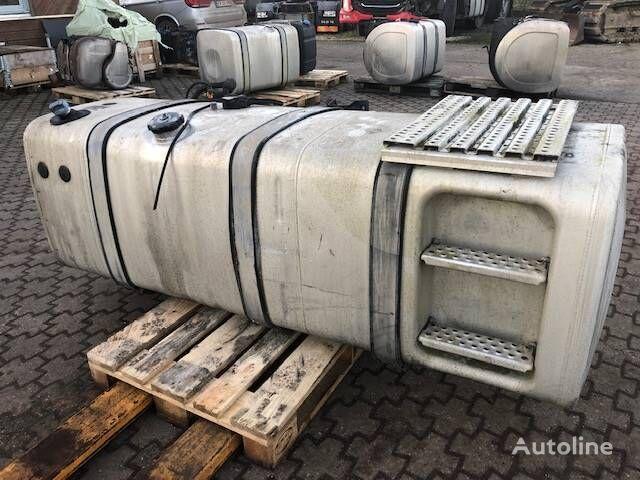 FUEL TANK 760D/100AB STEPS (P/N: 81.12201-5873) (81.12201-5873) depósito de combustible para MAN TGX tractora