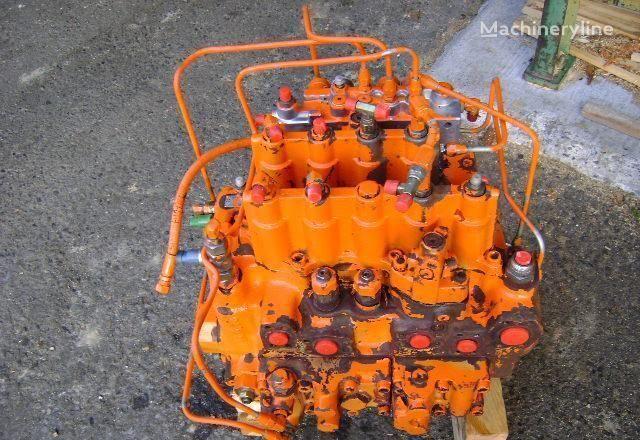 FIAT-HITACHI Distributor distribuidor para FIAT-HITACHI EX 235 excavadora