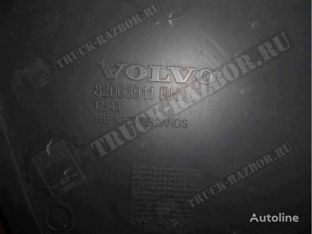 nakladka v reshetku radiatora, (82063911) elementos de sujeción para VOLVO R tractora