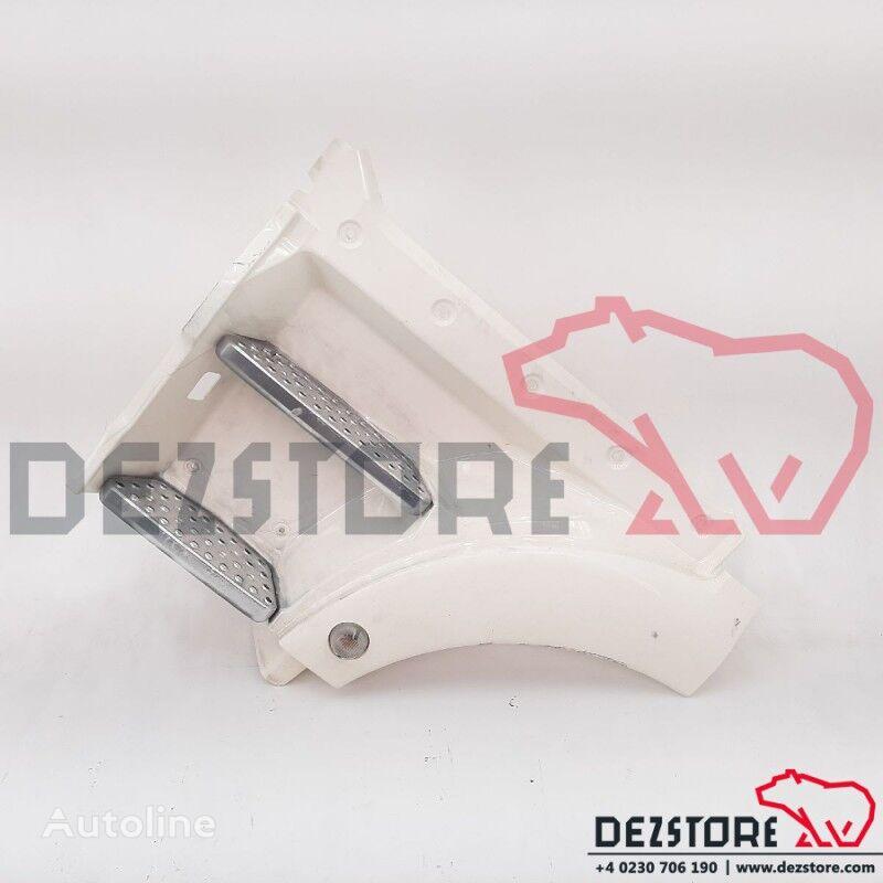 (81615100713) estribo para MAN TGX tractora
