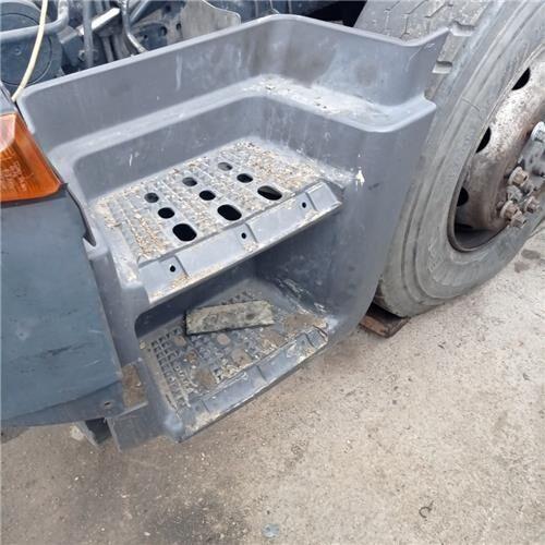 Peldaño Chasis Izquierdo Iveco Stralis AD 260S31, AT 260S31 (504083110) estribo para IVECO Stralis AD 260S31, AT 260S31 camión de basura