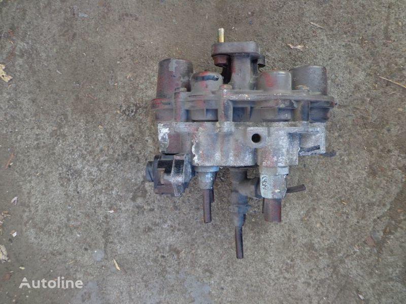 IVECO Knorr-Bremse grua para IVECO Stralis camión