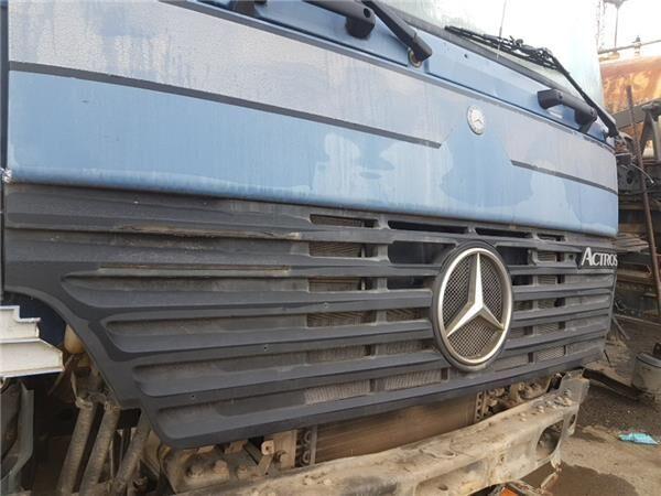 Calandra Capo Mercedes-Benz Actros 2-Ejes  6-cil. Serie/BM 2040  parrilla de radiador para MERCEDES-BENZ Actros 2-Ejes 6-cil. Serie/BM 2040 (4X4) OM 501 LA [12,0 Ltr. - 290 kW V6 Diesel (OM 501 LA)] tractora