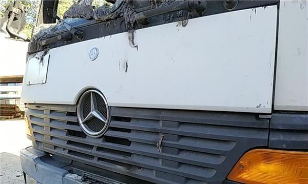 Calandra Mercedes-Benz Atego 2-Ejes 18 T /BM 950/2/4 1823  (4X2) (A 940 888 01 23) parrilla de radiador para MERCEDES-BENZ Atego 2-Ejes 18 T /BM 950/2/4 1823 (4X2) OM 906 LA [6,4 Ltr. - 170 kW Diesel (OM 906 LA)] camión