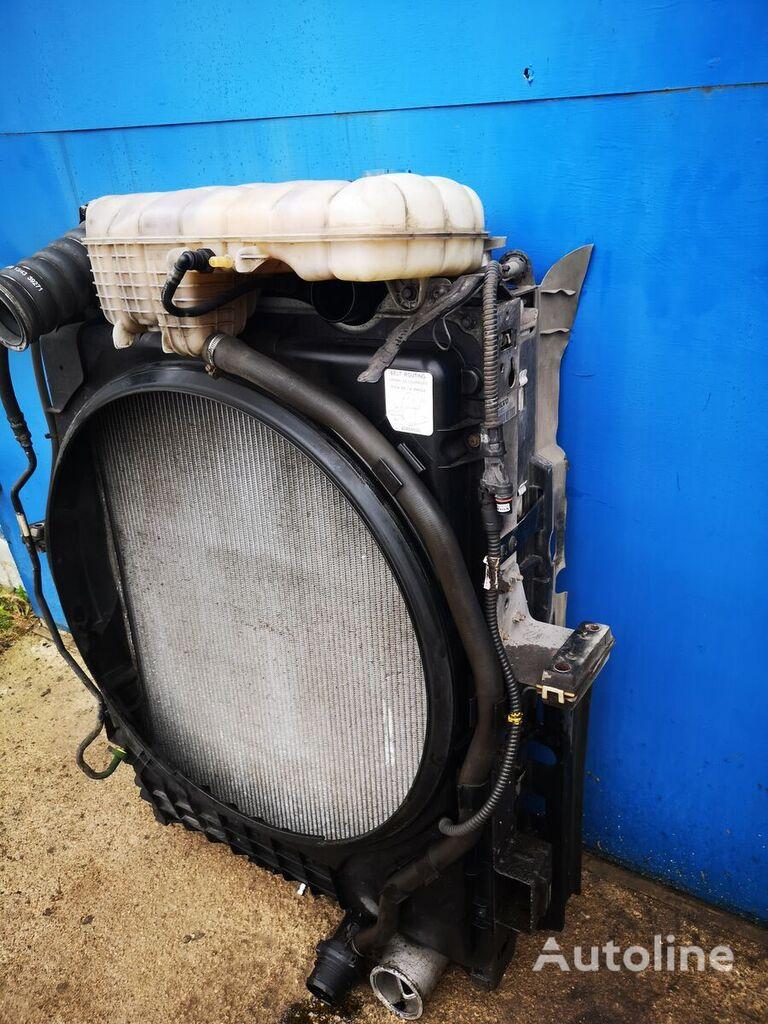 (22174101) radiador de refrigeración del motor para VOLVO FM4  camión