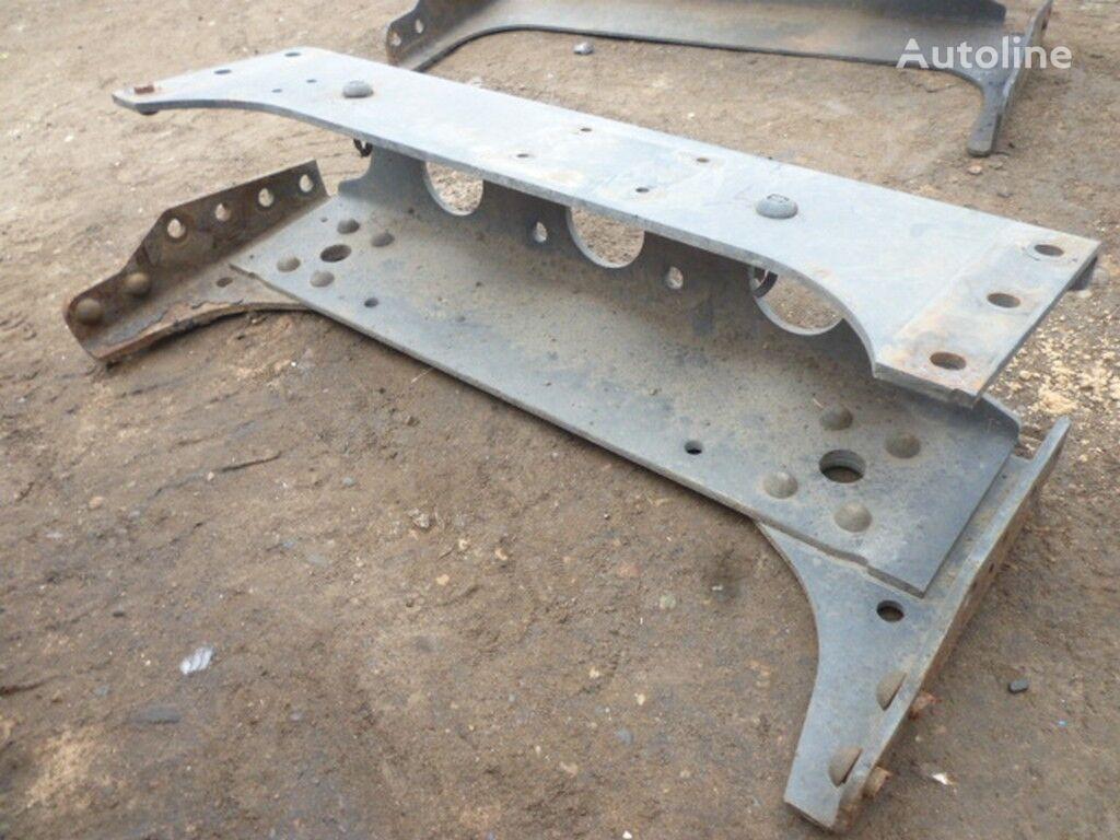 MERCEDES-BENZ Zadnyaya traversa ramy suspensión - otra pieza de repuesto para camión