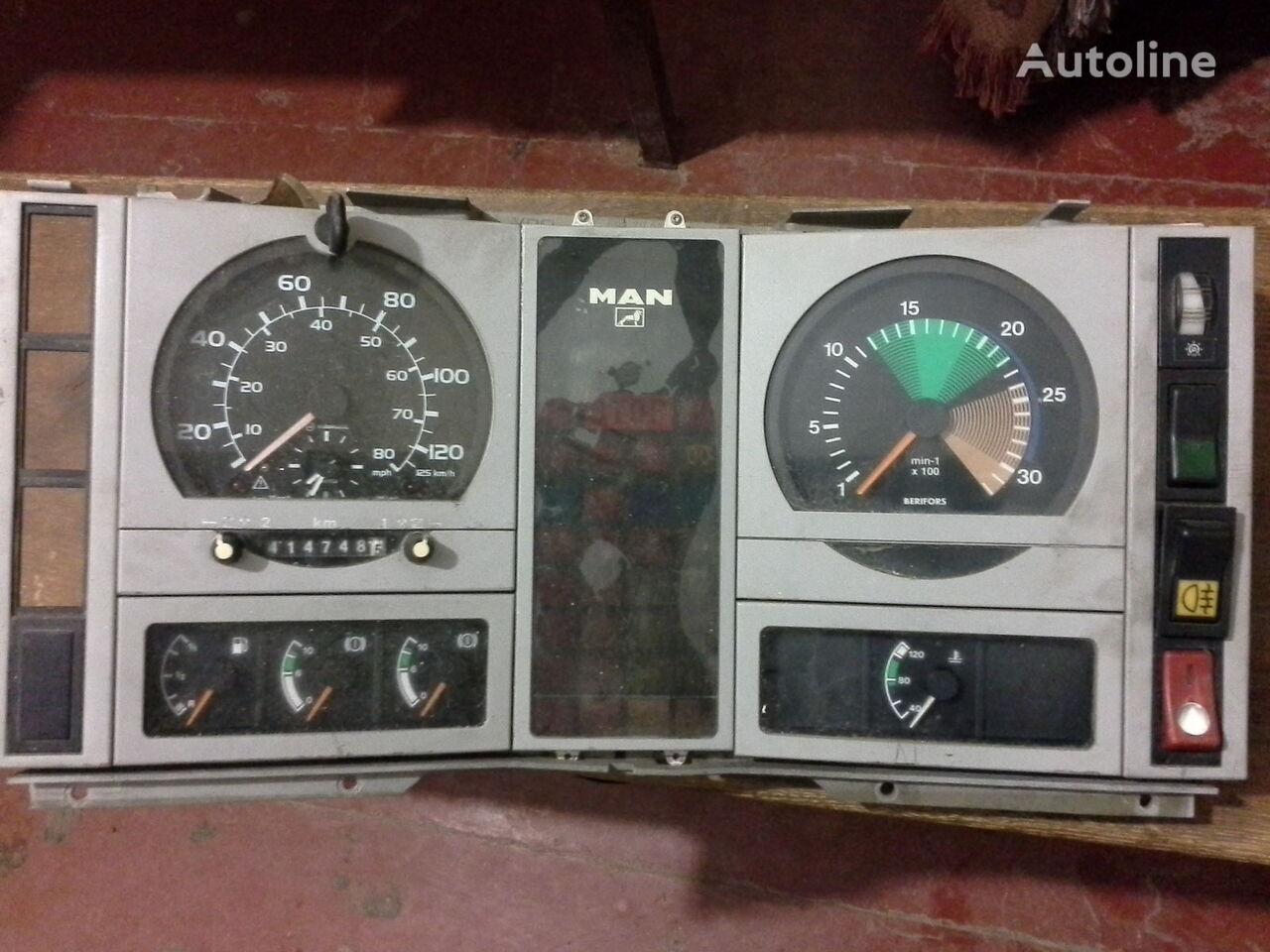 MAN Spidometr Tahometr originalni zapchasti kabini tacógrafo para MAN  L2000 Po zapchastyam camión
