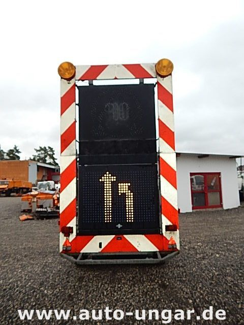 SCHMITZ Schiffner &amp Verkehrsleittafel LED remolque caja abierta