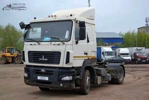 MAZ 5440B5 tractora