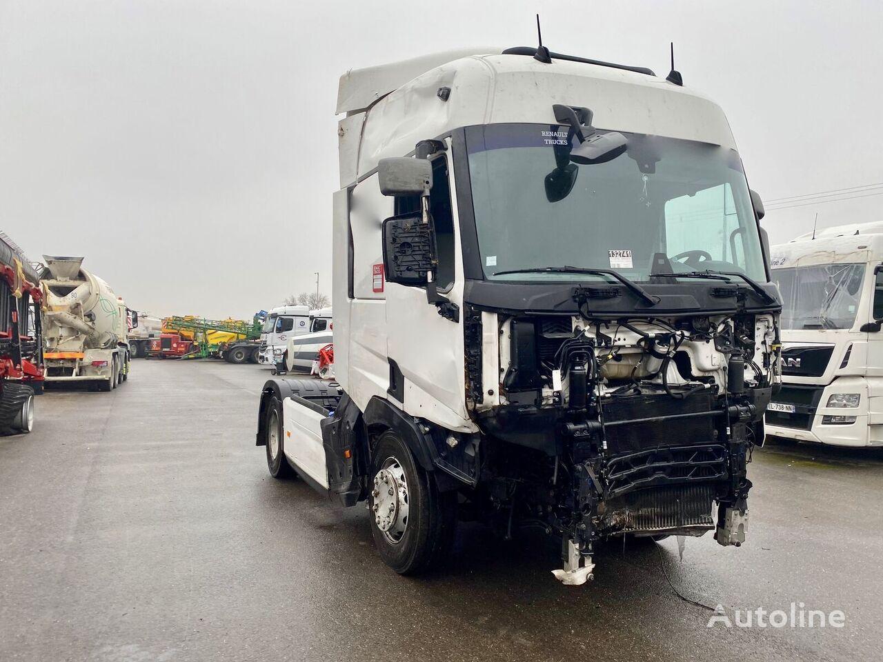 RENAULT T460 tractora siniestrada